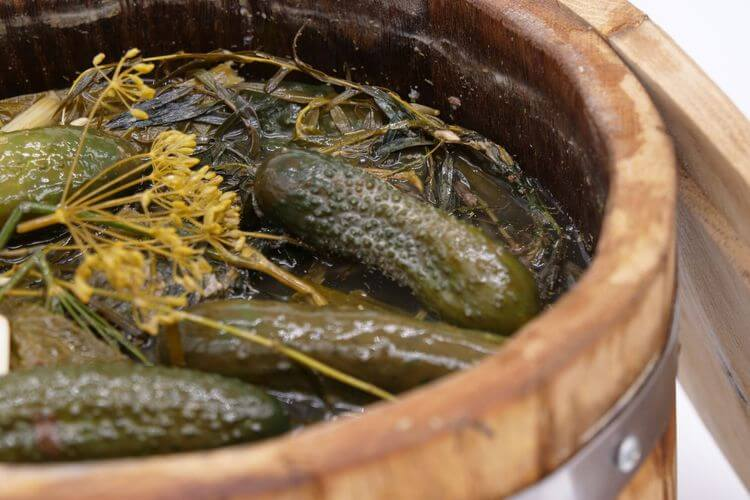 How to make pickles in a barrel